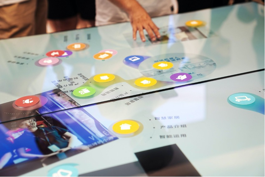A person interacting with a virtual screen