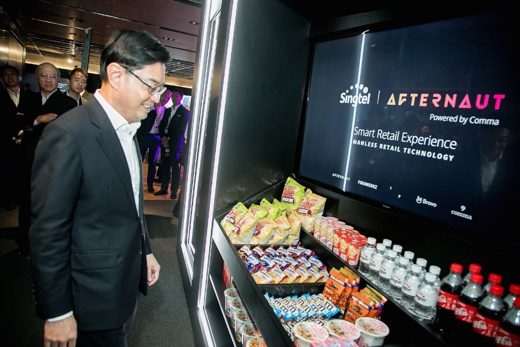Minister Heng Swee Keat at Comma, Singtel Future Innovation Centre