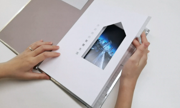 Flipping through a digital photo album